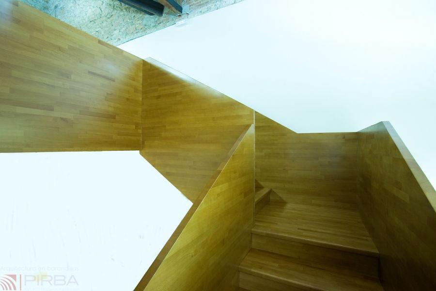 Modello di scala in legno per interni dal design moderno n.18