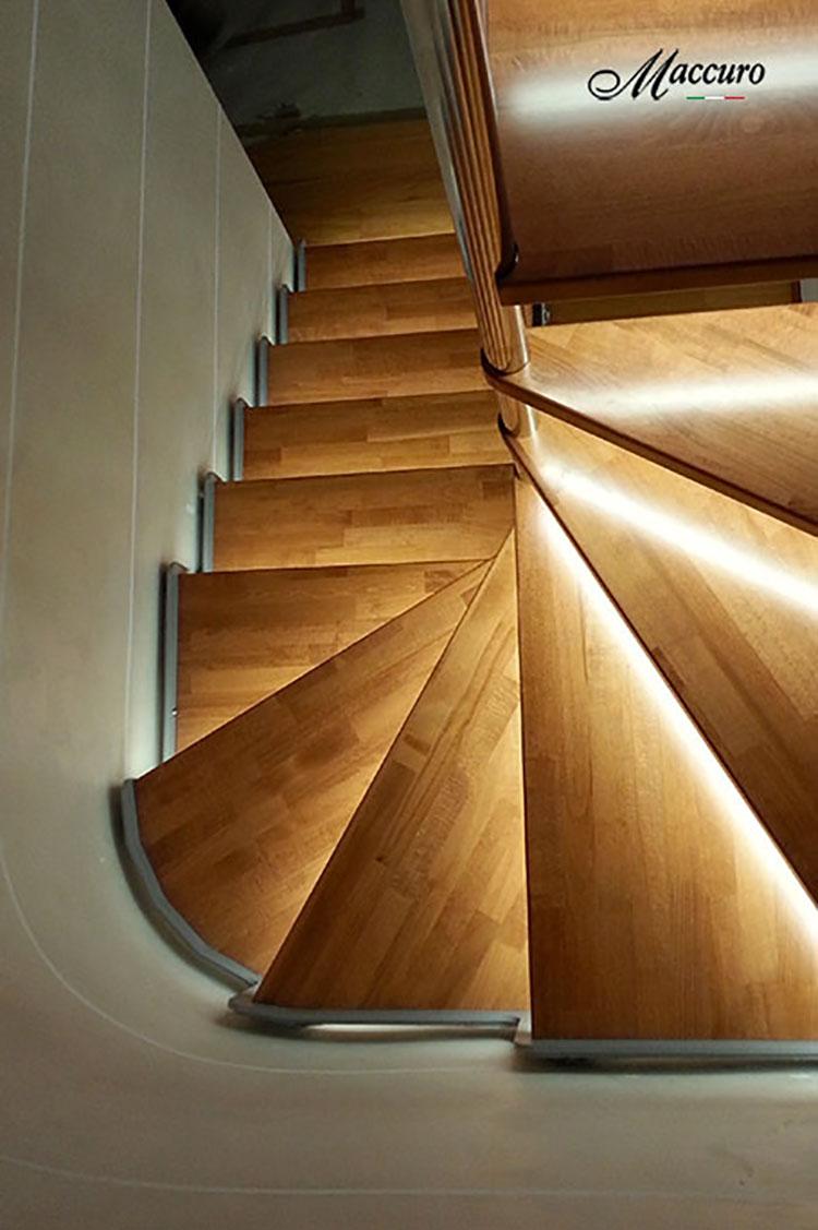 Modello di scala in legno per interni dal design moderno n.23