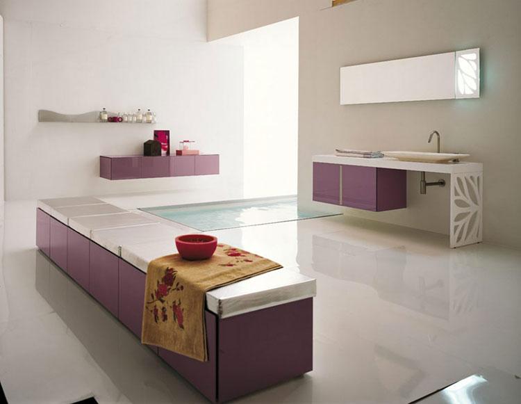 Idee per arredare un bagno viola dal design moderno n.03