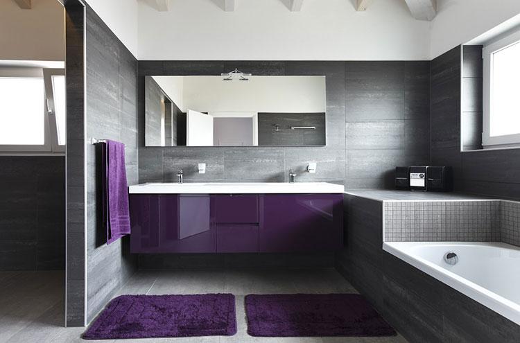 Idee per arredare un bagno viola dal design moderno n.06