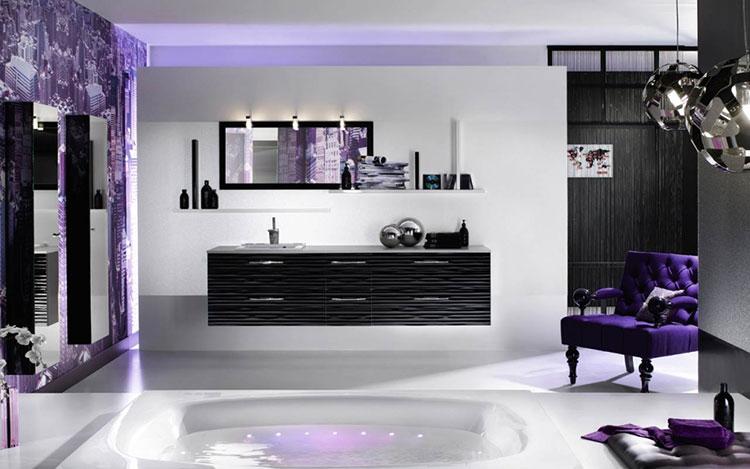Idee per arredare un bagno viola dal design moderno n.11