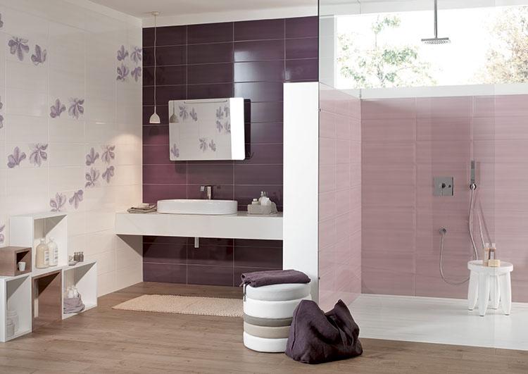 Idee per arredare un bagno viola dal design moderno n.19