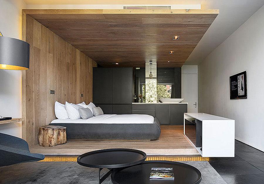 20 idee di arredo per camere da letto in legno dal design for Rivestimenti in legno verticali