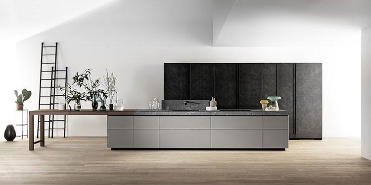 Modello di cucina con tavolo integrato n.04