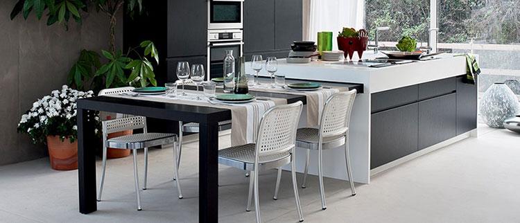 Modello di cucina con tavolo integrato n.13