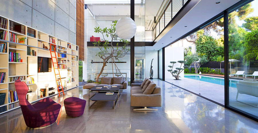 Idee per arredare il soggiorno con una libreria a parete n.17
