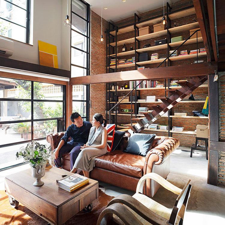 Idee per arredare il soggiorno con una libreria a parete n.21