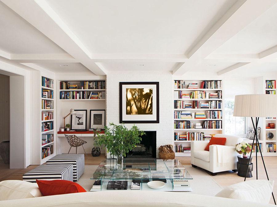 Idee per arredare il soggiorno con una libreria a parete n.23