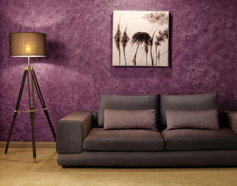 Pareti del soggiorno di colore viola n.01