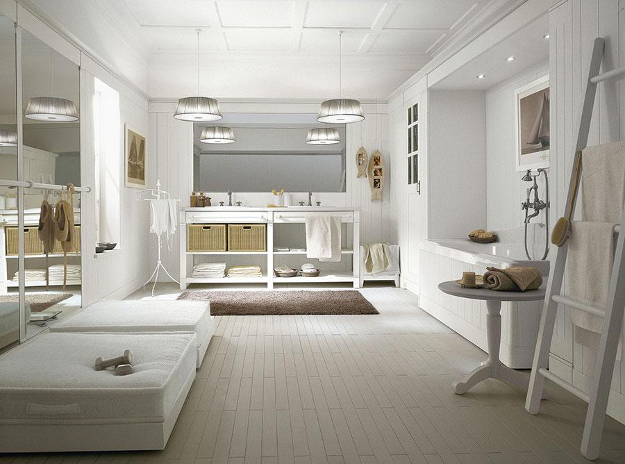 Idee per arredare un bagno classico bianco n.01
