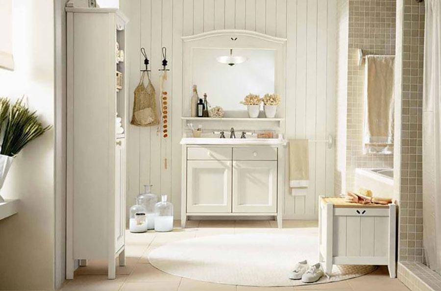 Idee per arredare un bagno classico bianco n.03