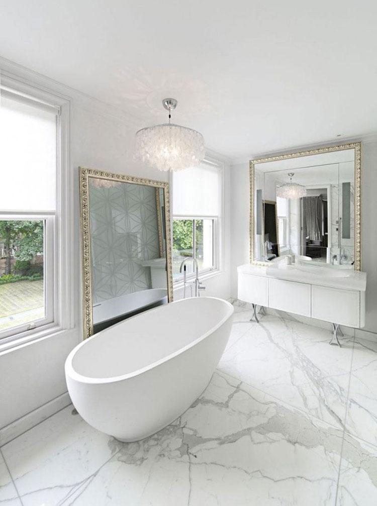 Idee per arredare un bagno classico bianco n.04