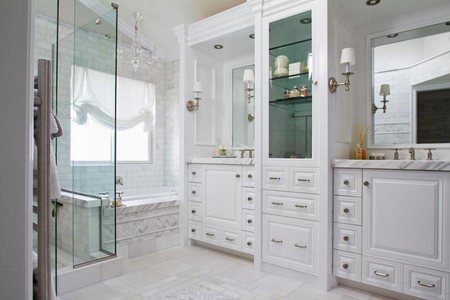 Idee per arredare un bagno classico bianco n.06