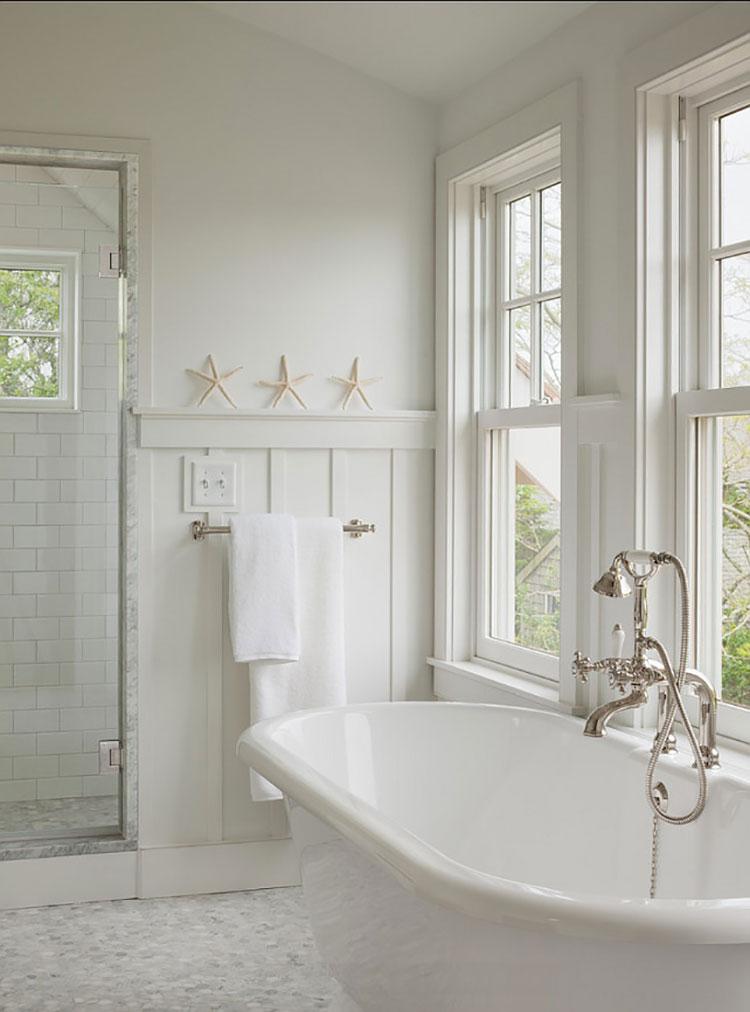 Idee per arredare un bagno classico bianco n.07