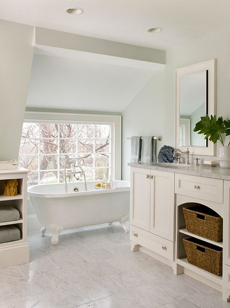 Idee per arredare un bagno classico bianco n.09