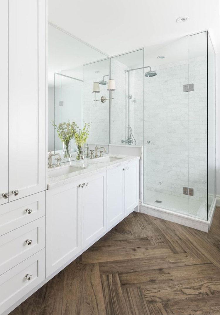 Idee per arredare un bagno classico bianco n.11