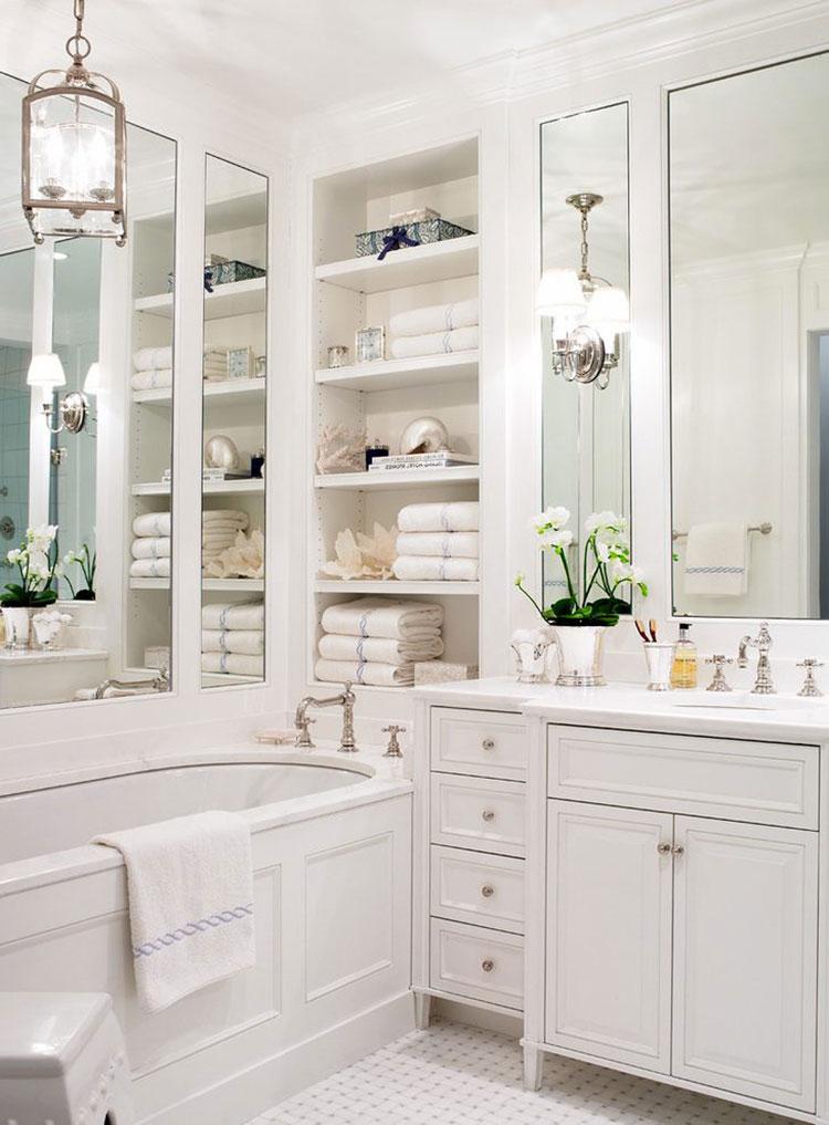 Idee per arredare un bagno classico bianco n.12