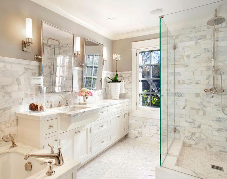Idee per arredare un bagno classico bianco n.13