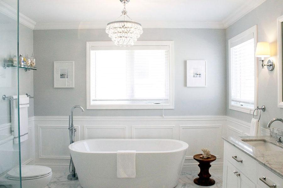 Idee per arredare un bagno classico bianco n.15
