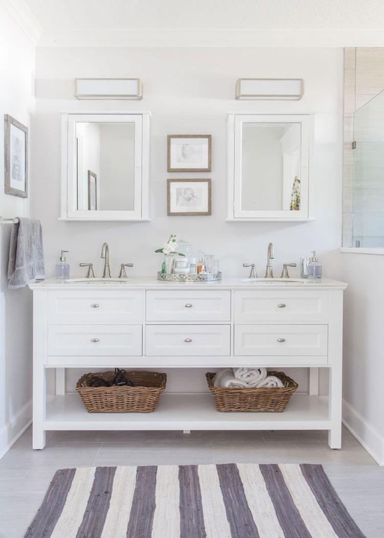 Idee per arredare un bagno classico bianco n.16