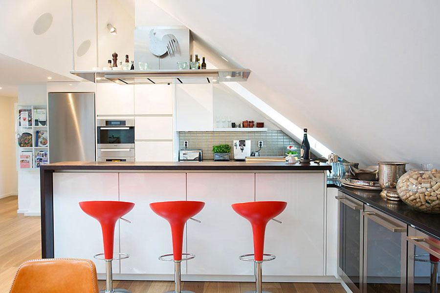 Idee per arredare una cucina in mansarda n.09