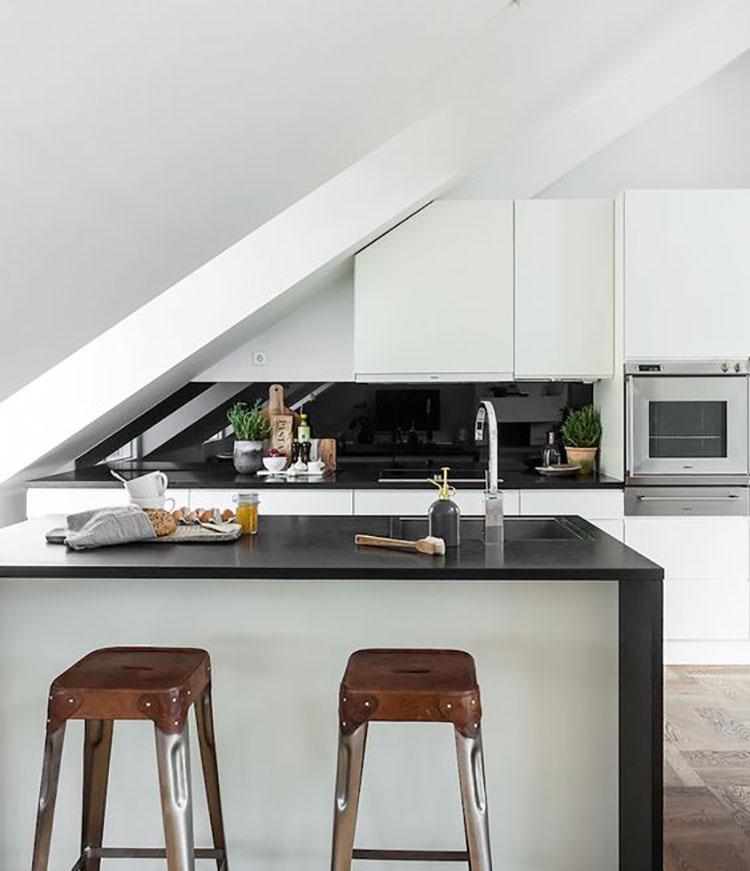 Idee per arredare una cucina con isola in mansarda n.04