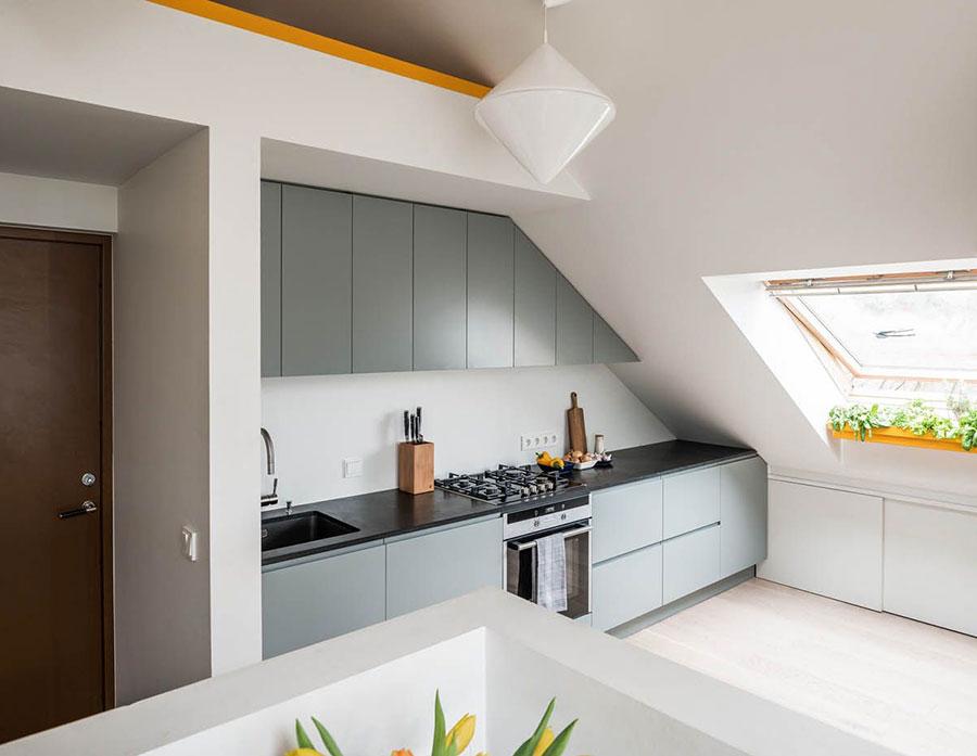 Idee per arredare una cucina piccola in mansarda n.02