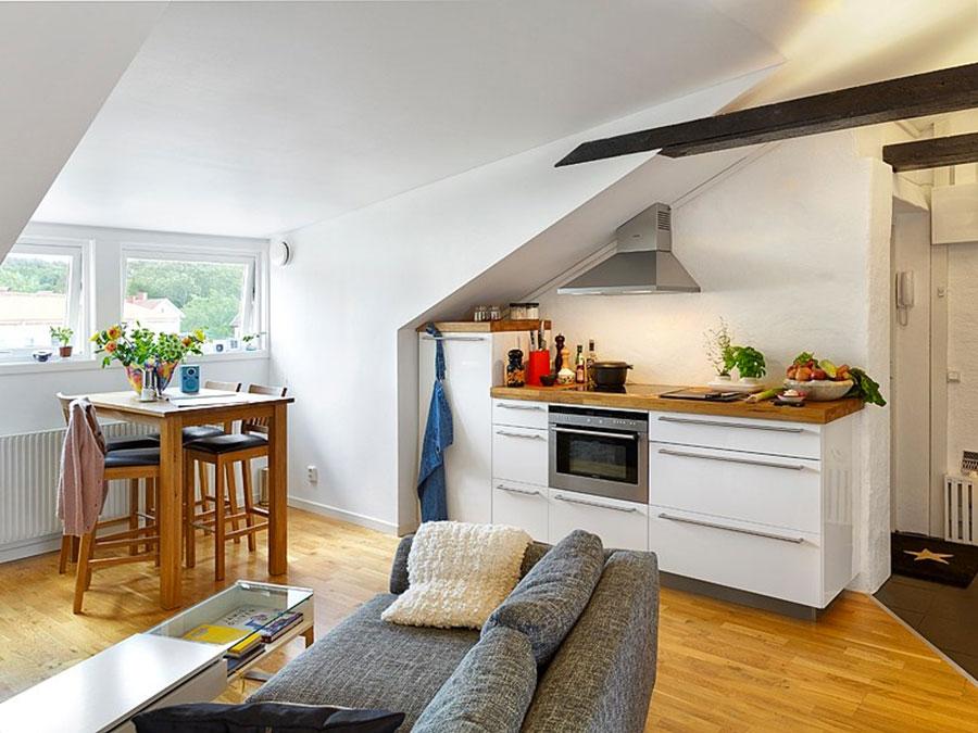 Idee per arredare una cucina piccola in mansarda n.03