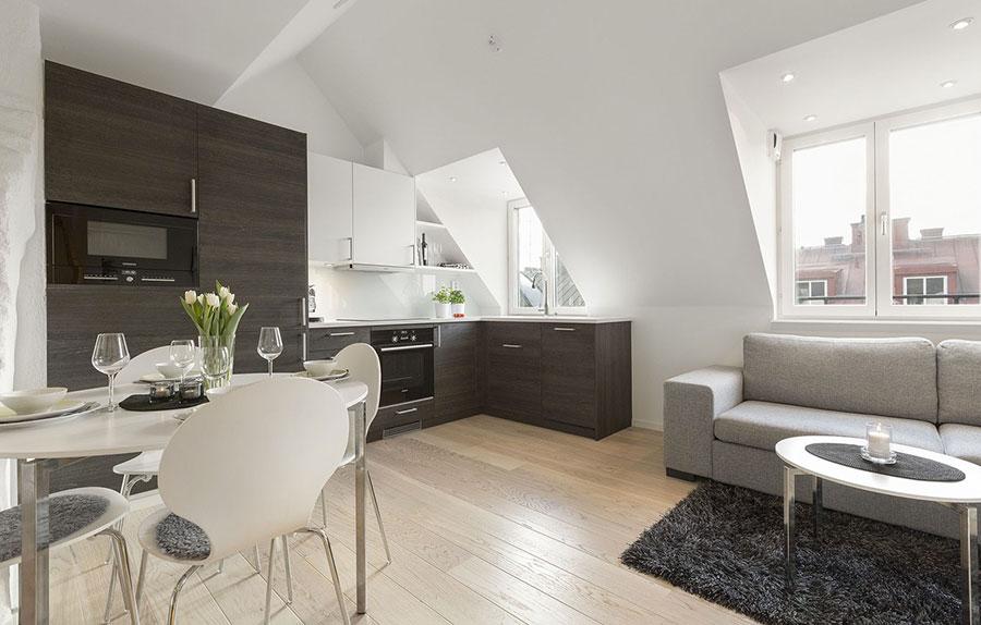 Idee per arredare cucina e soggiorno in mansarda n.04