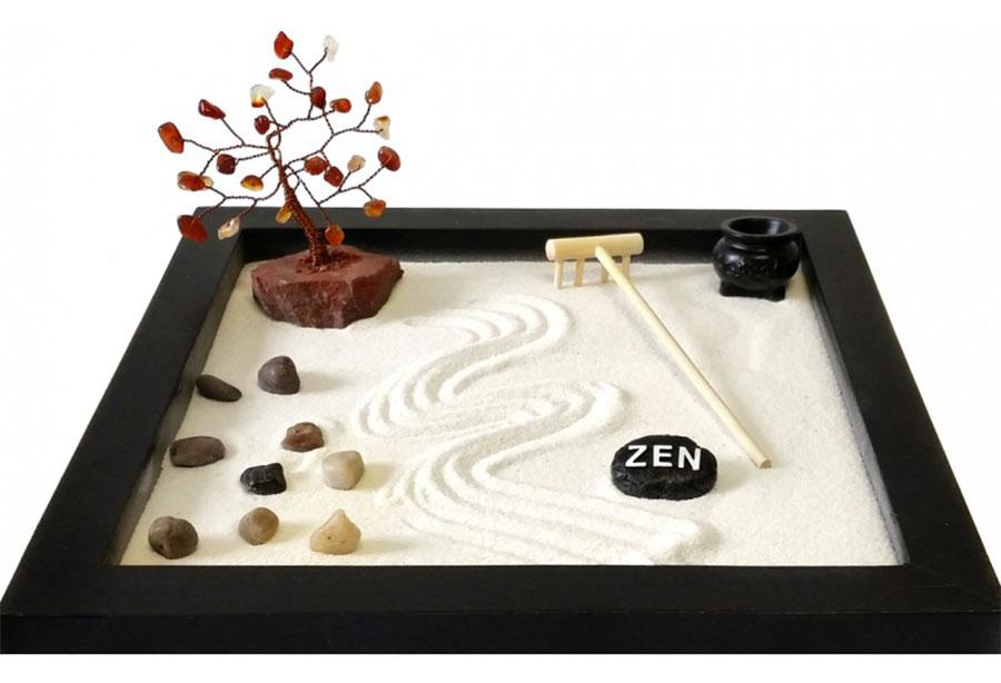 Modello di giardino zen da tavolo