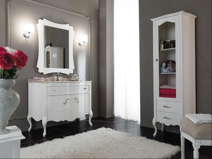 Modello di mobile bagno classico bianco n.01