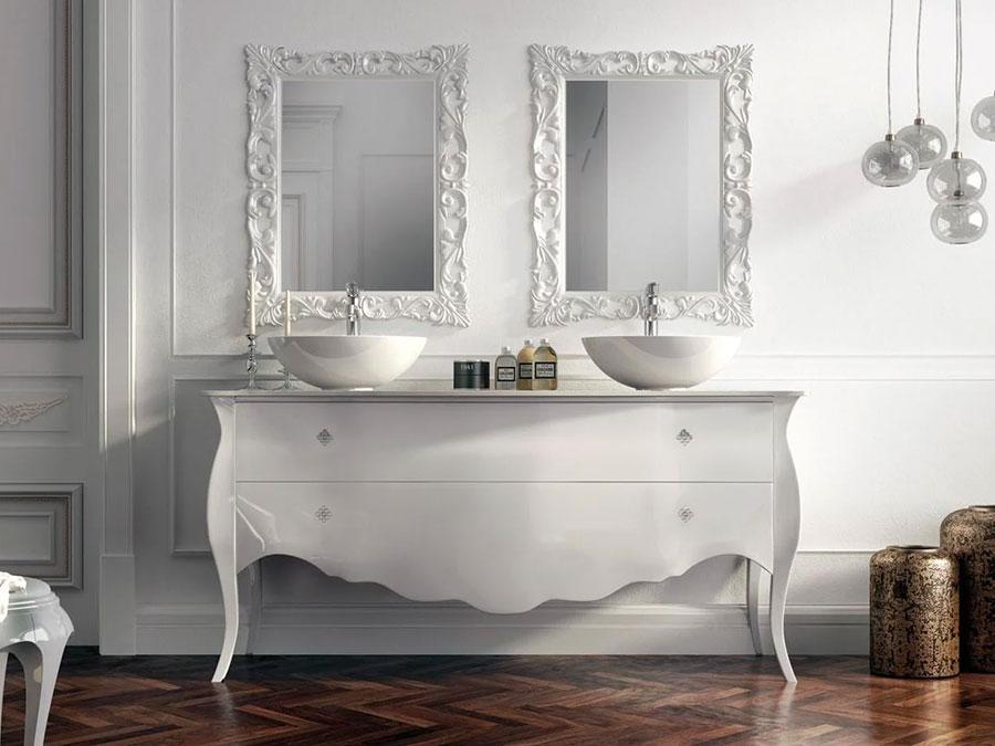 Modello di mobile bagno classico bianco n.06