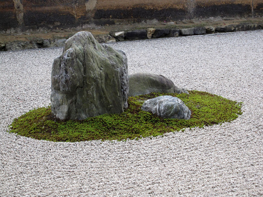 Giardino zen con pietra Reisho