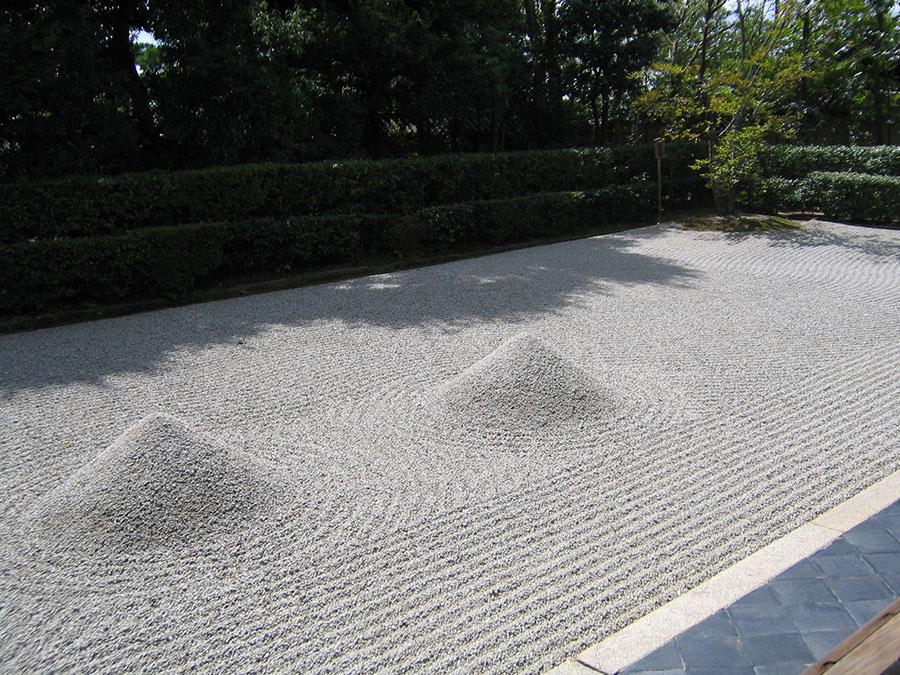 Come utilizzare la sabbia nel giardino zen