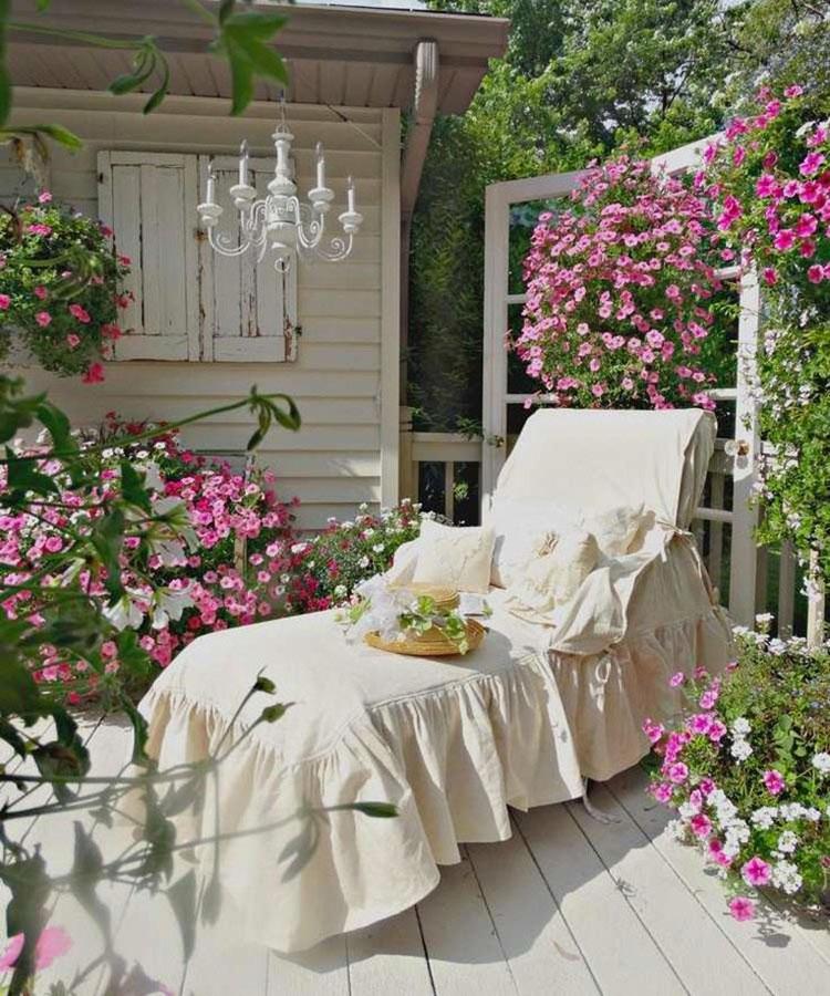 Terrazzo shabby chic ecco 20 idee per arredi e - Arredi per giardini e terrazzi ...