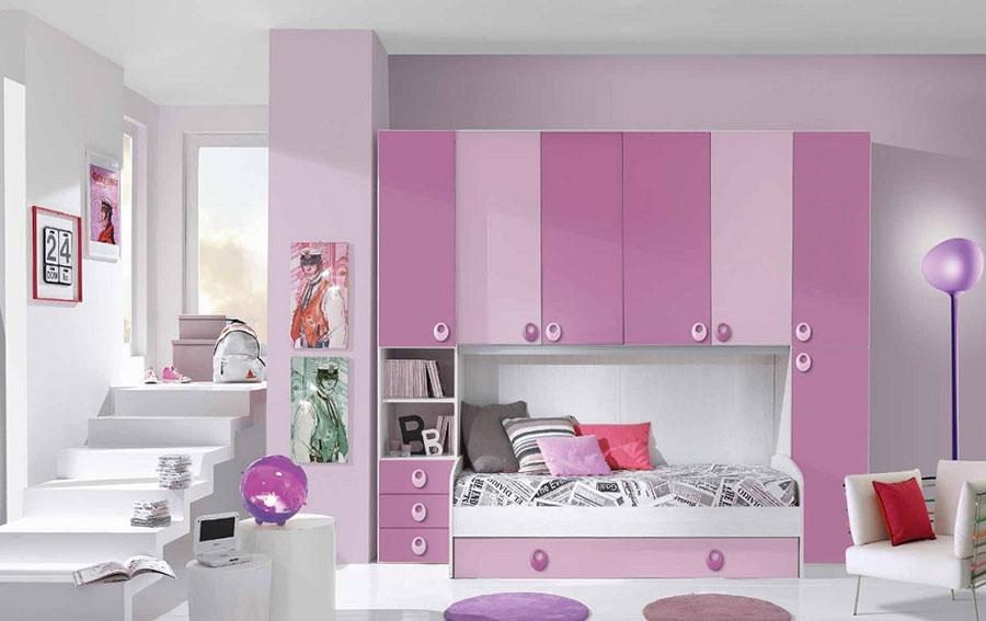 Idee per arredare una cameretta rosa a ponte n.01