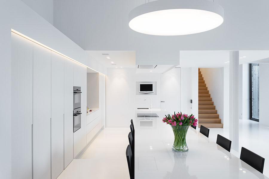 Arredamento total white tante idee per case dai diversi for Arredamento casa bianco