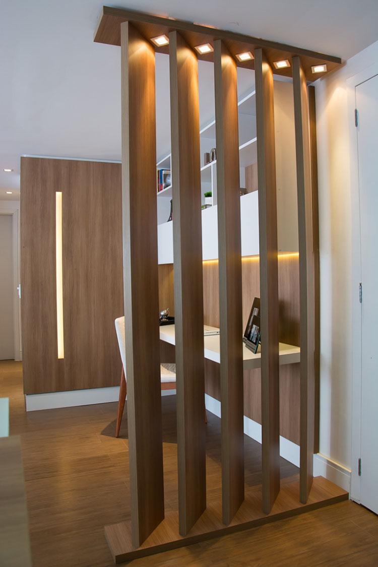 25 idee per pareti divisorie in legno dal design - Casa americana in legno ...