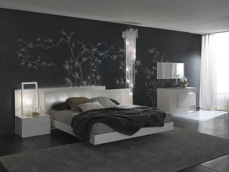 20 idee per arredare una camera da letto bianca e grigia moderna - Parete grigia camera da letto ...