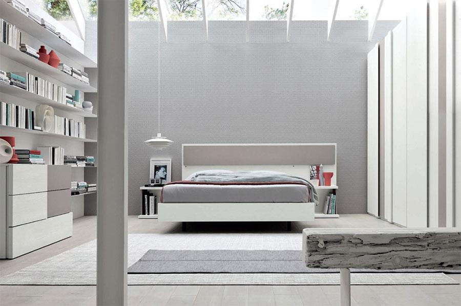 Arredamento per camera da letto bianca e grigia n.20