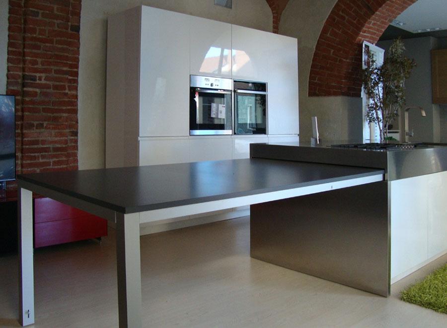 Cucina con tavolo a scomparsa n.11
