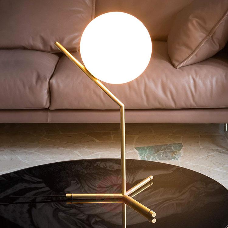 Modello di lampada da tavolo dal design particolare n.02