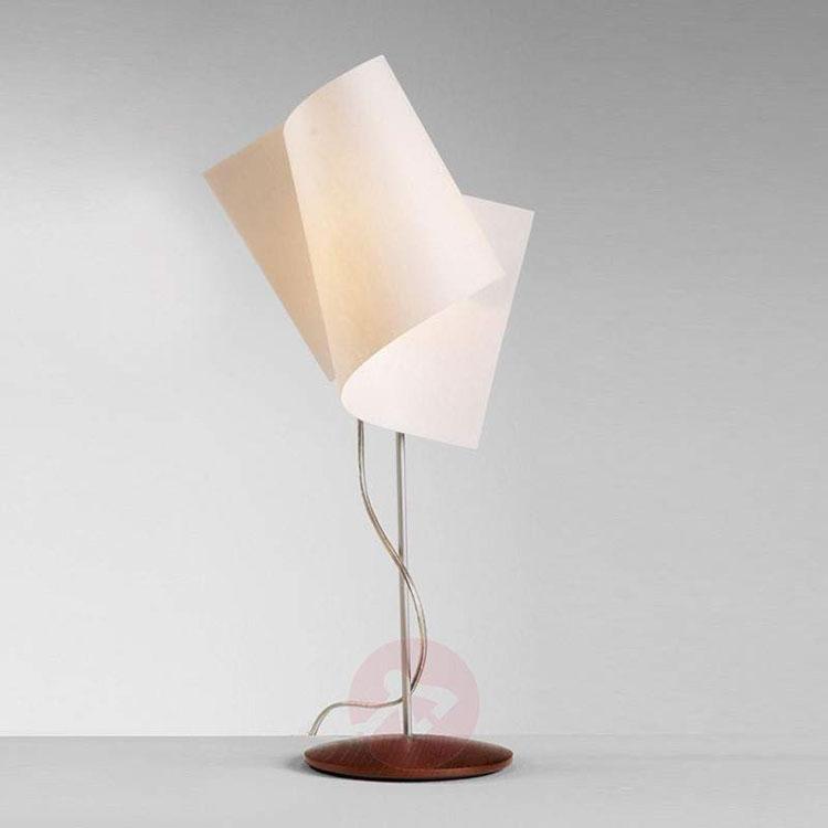 Modello di lampada da tavolo dal design particolare n.05