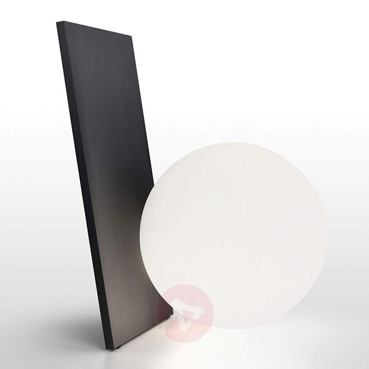 Modello di lampada da tavolo dal design particolare n.07