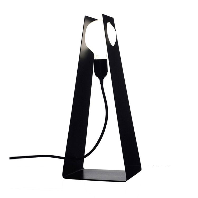 Modello di lampada da tavolo dal design particolare n.08