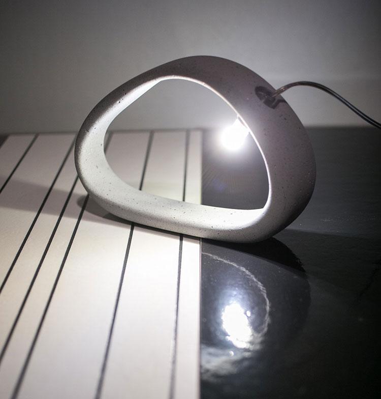 Modello di lampada da tavolo dal design particolare n.12