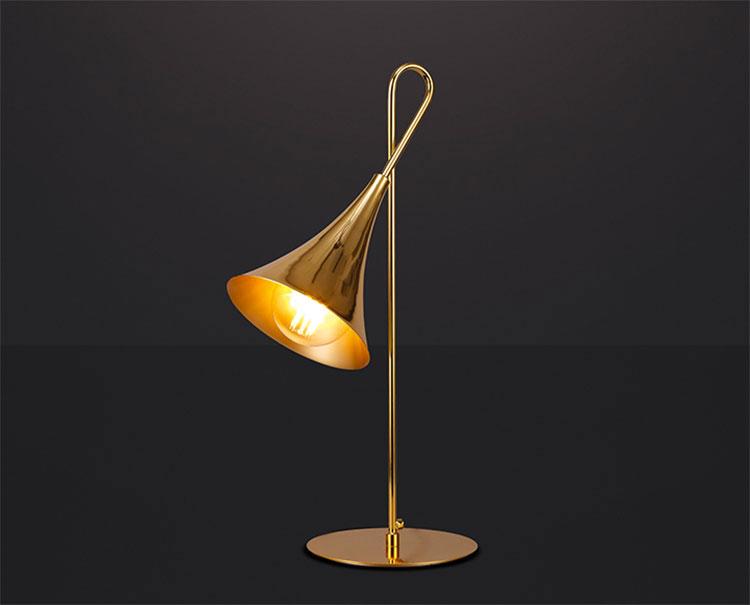 Modello di lampada da tavolo dal design particolare n.17