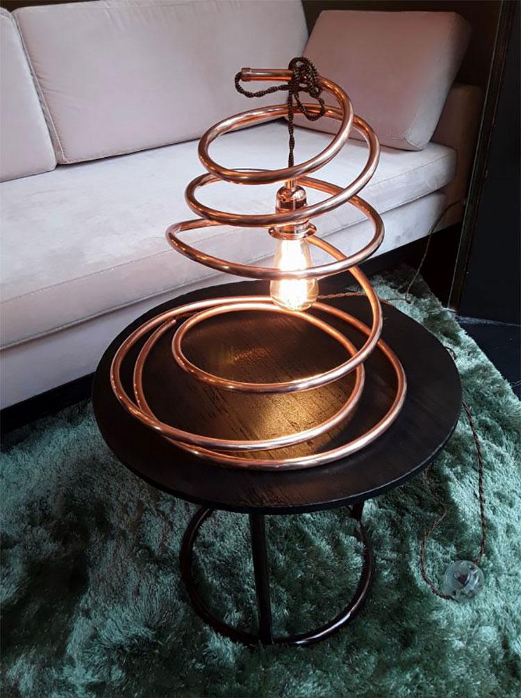 Modello di lampada da tavolo dal design particolare n.29