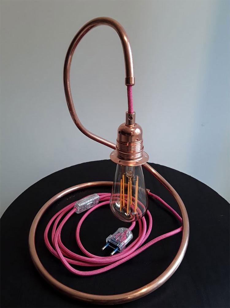 Modello di lampada da tavolo dal design particolare n.30