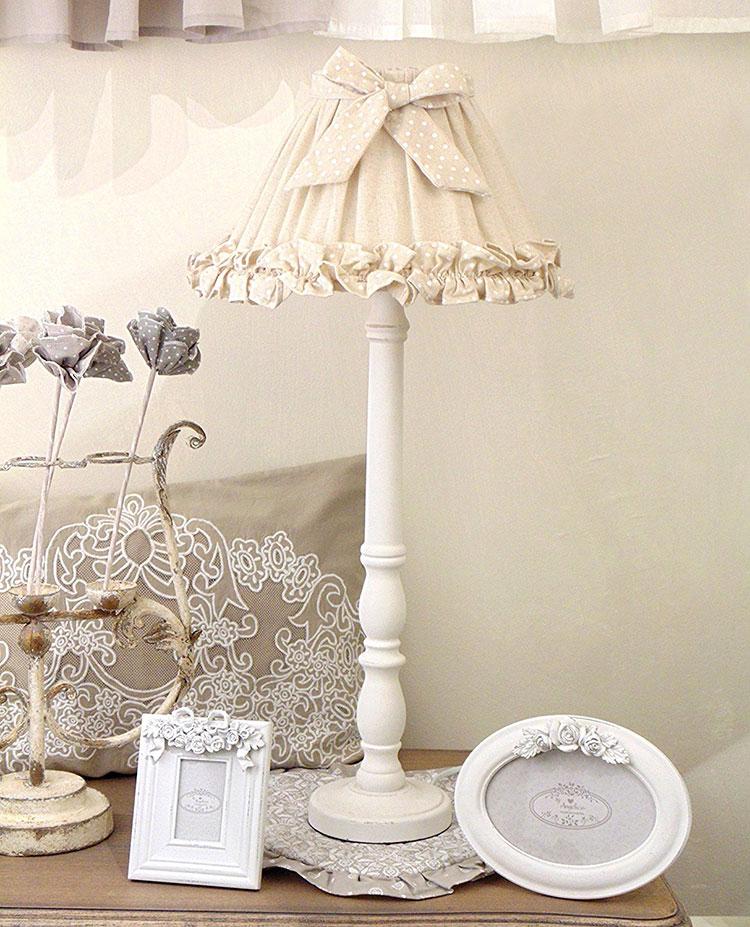Modello di lampada da tavolo shabby chic n.01